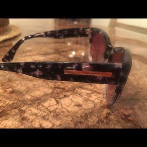BCBG Accessories - Women's BCBG Sunglasses. No scratches!!!😎